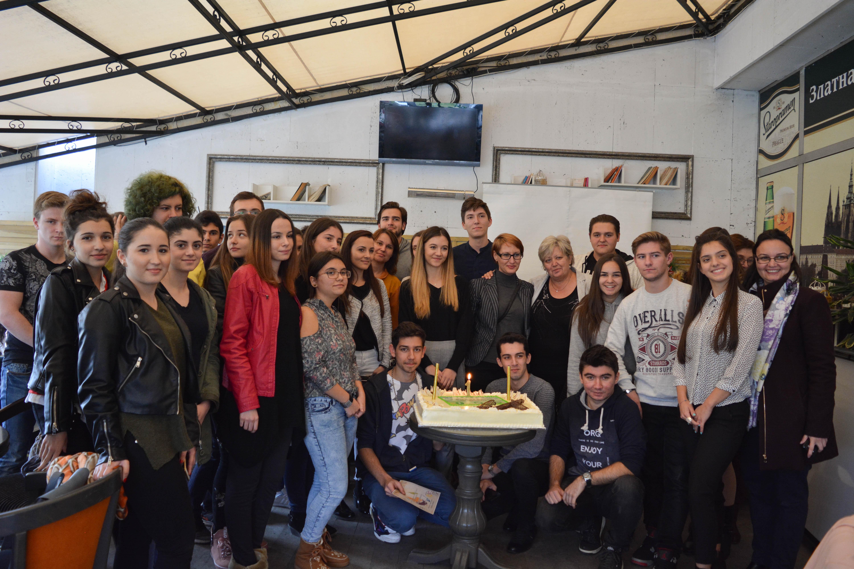 """Ученическата агенция по заетостта  към Езикова гимназия """"Христо Ботев""""-гр.Кърджали отбеляза своя рожден ден с Кръгла маса по проблемите на младежката безработица"""
